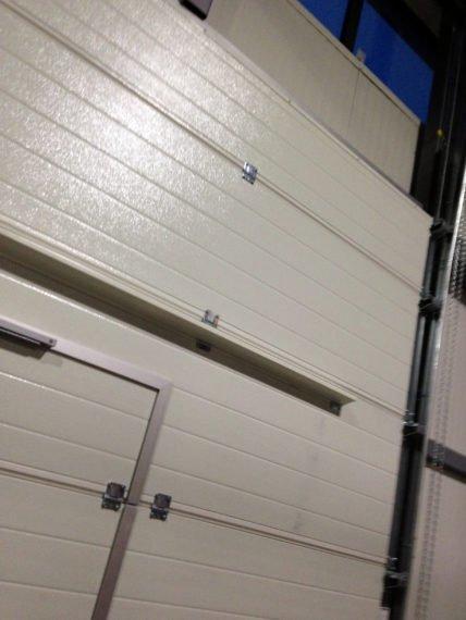 Тандер, индустриална секционна врата