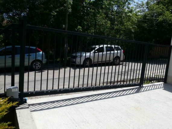 Cantilever sliding gate, Pony