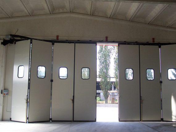 Индустриални врати тип хармоника