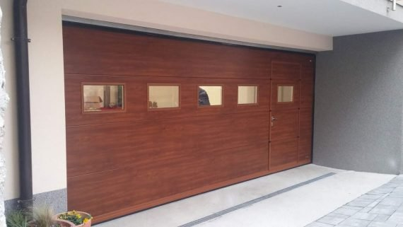 Гаражна секционна врата