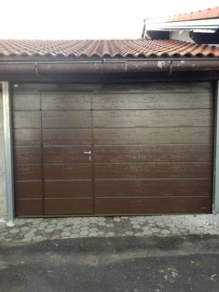 Вградена пешеходна врата